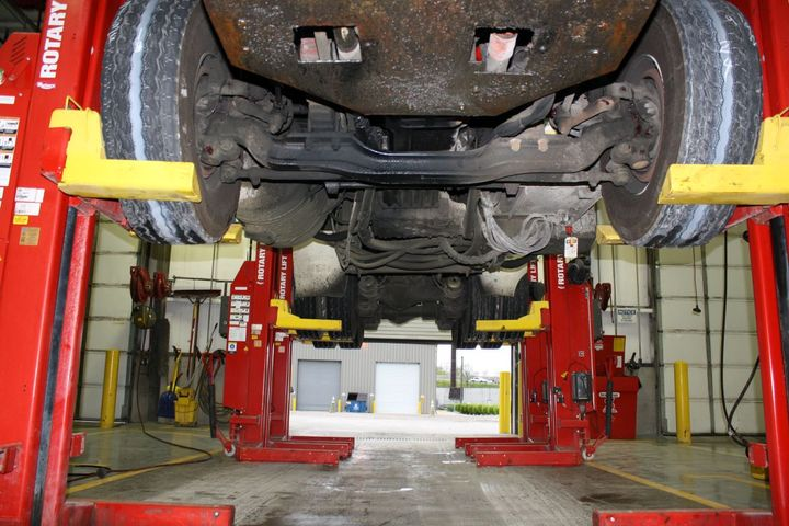 20200630-truck-lifts-1-rotary-lift-__-720x516-s